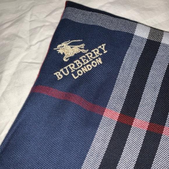 ✨ Burberry Scarf